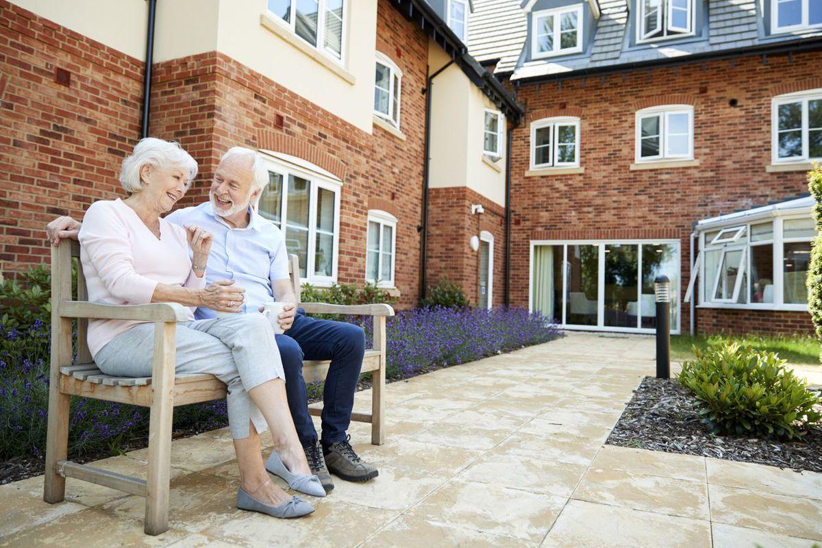 השקעה בדיור מוגן באנגליה – מה ההבדל בין דיור מוגן סיעודי לאקסלוסיבי?