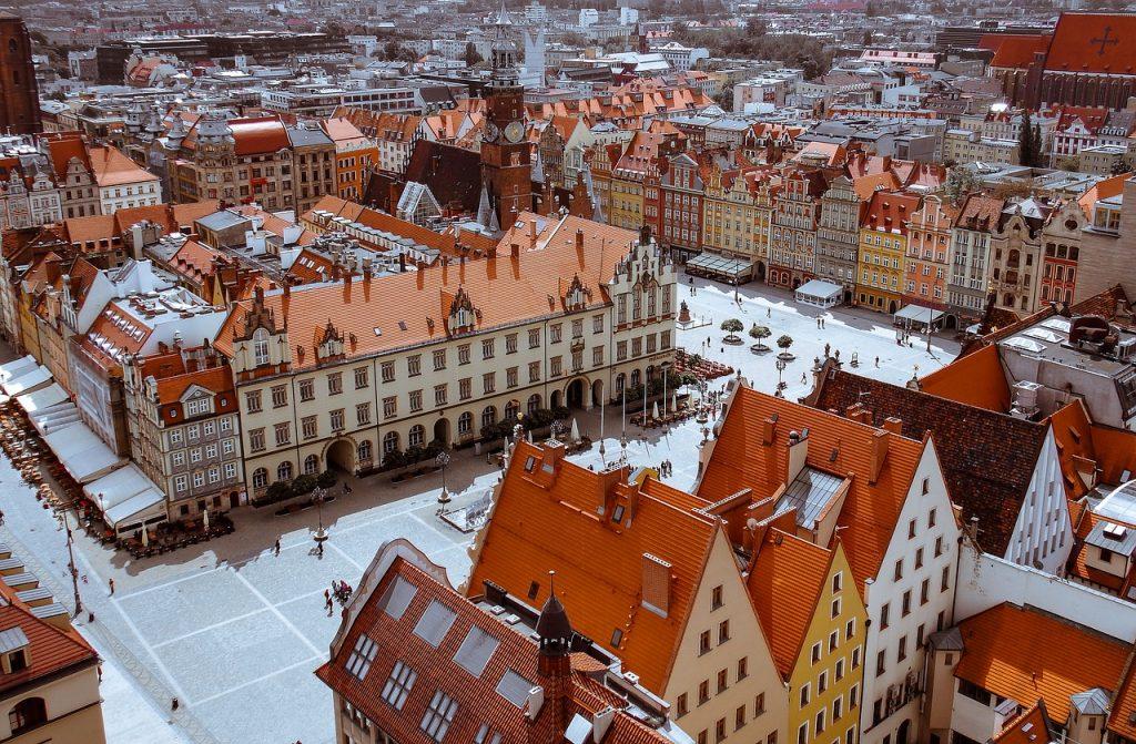 גגות של בתים בפולין