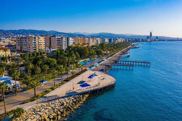 רצועת חוף הים בקפריסין